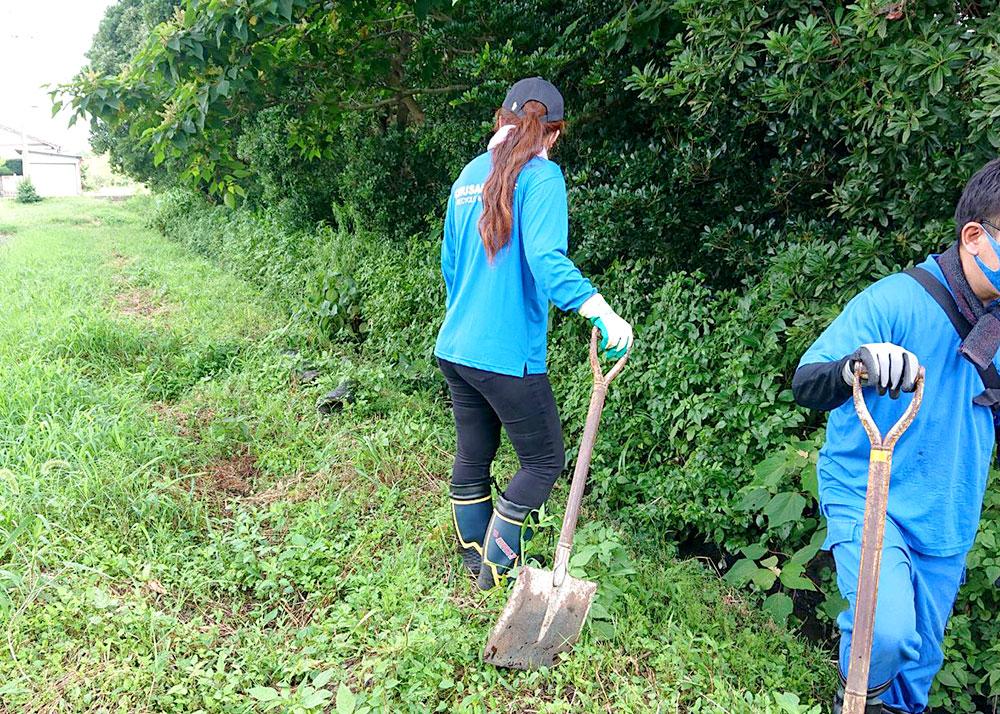 地域の河川清掃に参加しました