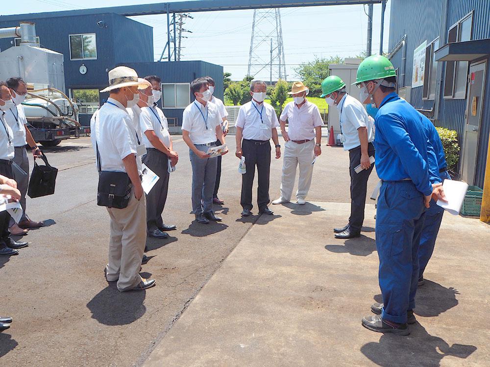 藤枝市議会議員の方々が肥料化工場の見学にいらっしゃいました